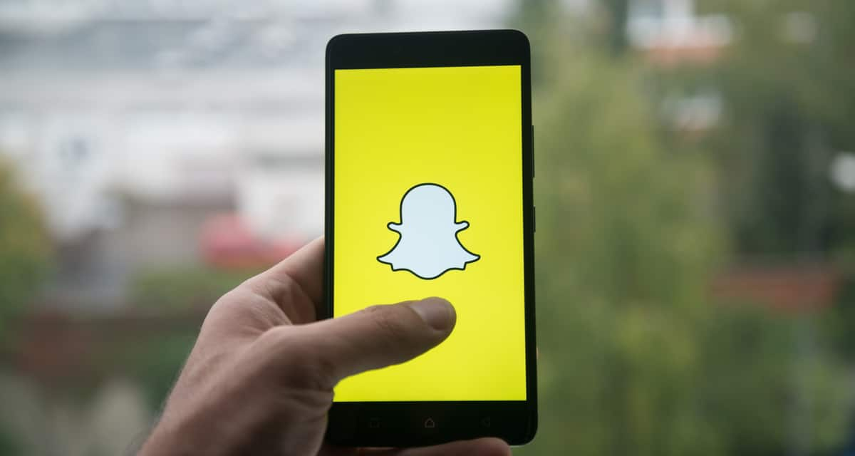 Snapchat Tests New E-Commerce Feature with Discover Publishers